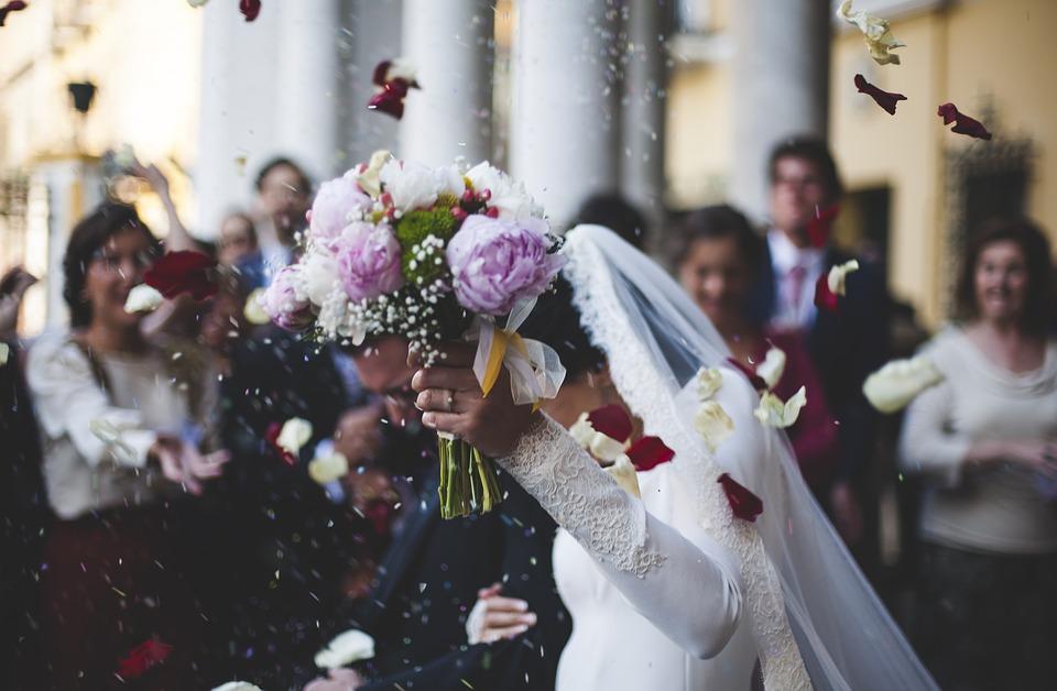 måste man gifta sig i kyrkan