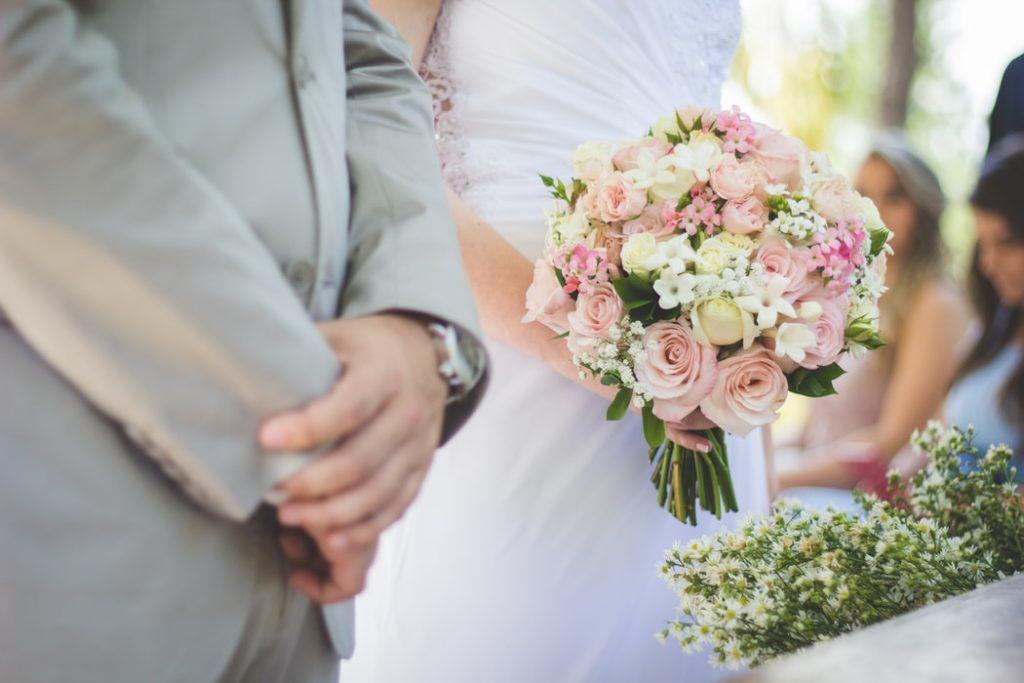 Vem betalar för bröllopet?